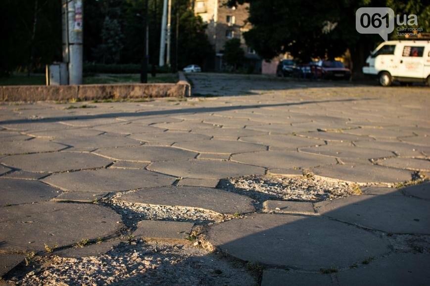 Ямы, разбитая плитка и переполненные урны: фотопрогулка возле речного порта и площади Запорожской, фото-7