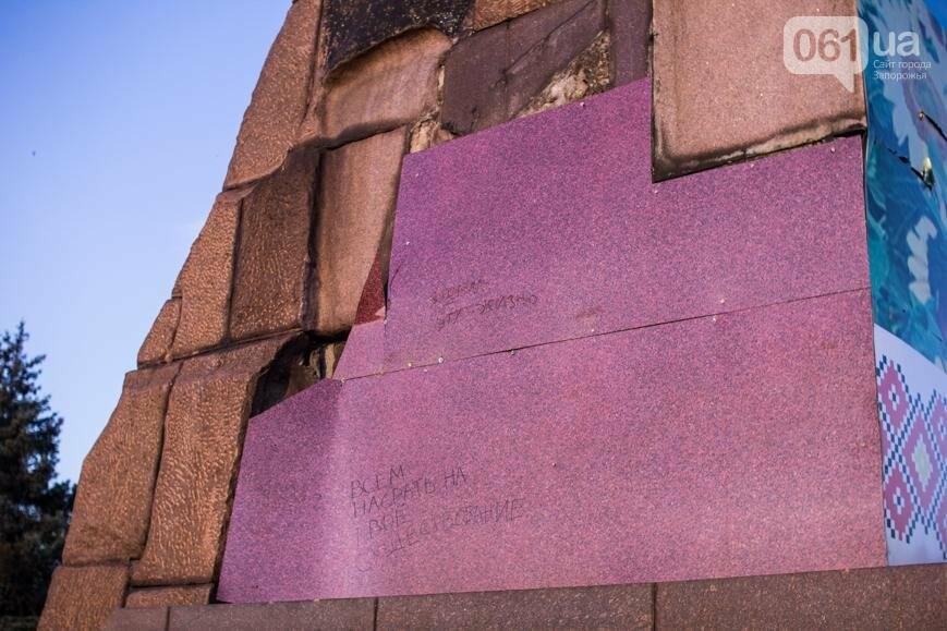 Ямы, разбитая плитка и переполненные урны: фотопрогулка возле речного порта и площади Запорожской, фото-3