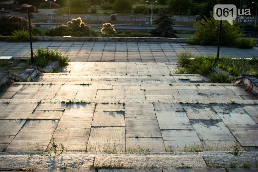 Ямы, разбитая плитка и переполненные урны: фотопрогулка возле речного порта и площади Запорожской, фото-11