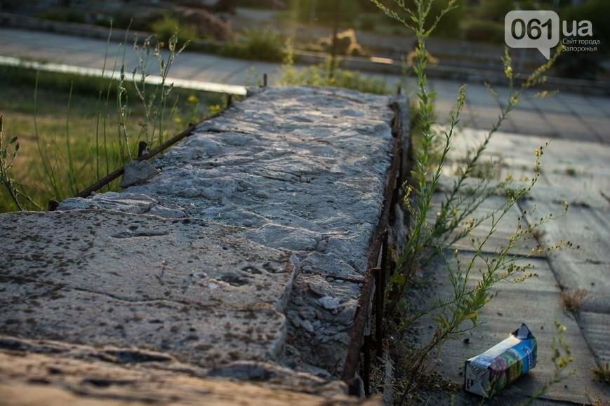 Ямы, разбитая плитка и переполненные урны: фотопрогулка возле речного порта и площади Запорожской, фото-14