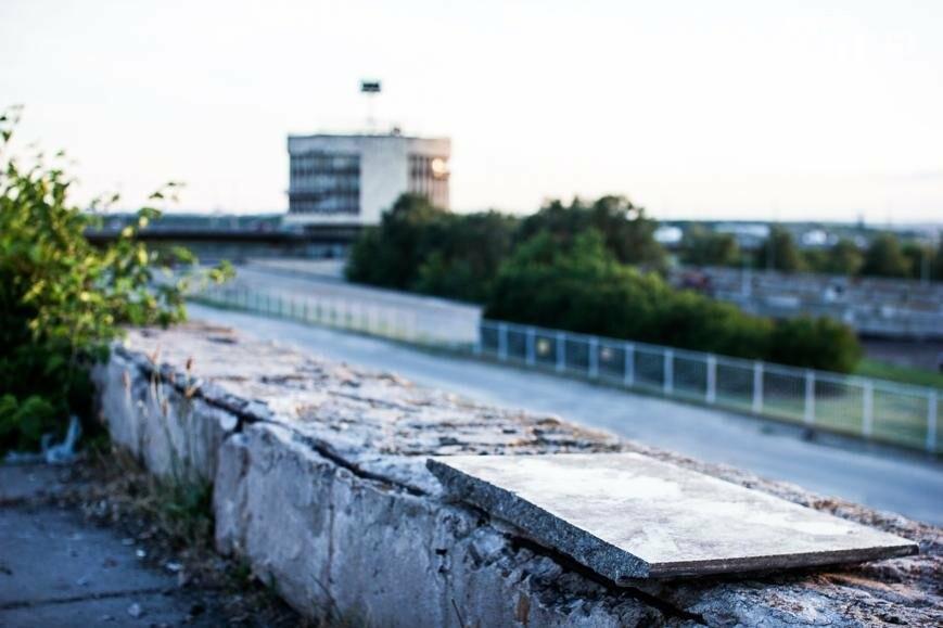 Ямы, разбитая плитка и переполненные урны: фотопрогулка возле речного порта и площади Запорожской, фото-20