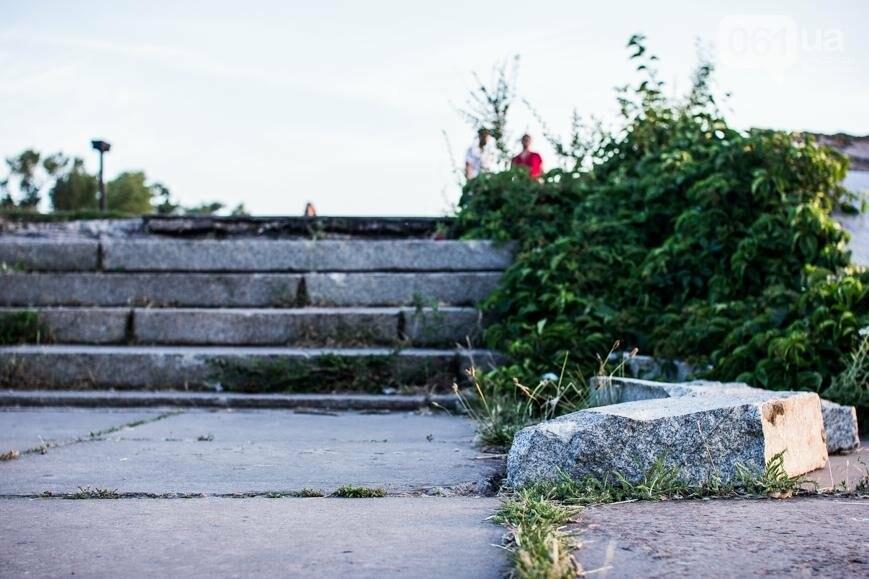 Ямы, разбитая плитка и переполненные урны: фотопрогулка возле речного порта и площади Запорожской, фото-26