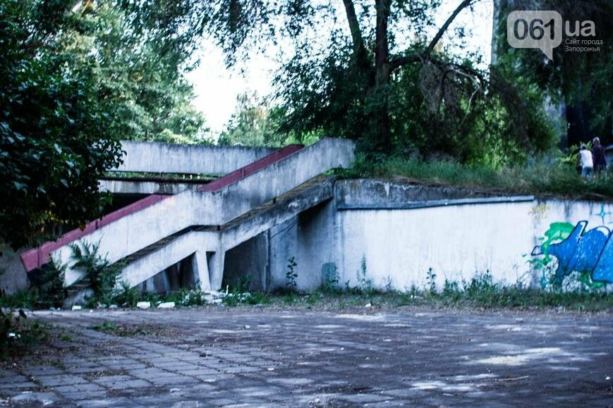 Ямы, разбитая плитка и переполненные урны: фотопрогулка возле речного порта и площади Запорожской, фото-36