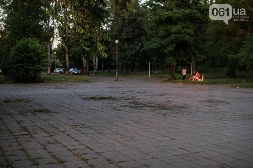 Ямы, разбитая плитка и переполненные урны: фотопрогулка возле речного порта и площади Запорожской, фото-40