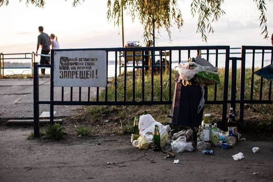 Ямы, разбитая плитка и переполненные урны: фотопрогулка возле речного порта и площади Запорожской, фото-35