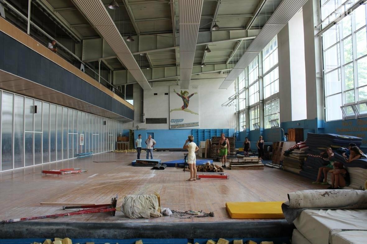 «Вернемся мы сюда или нет, пока не знаем»: спортивные школы в спешке переезжают из «запорожсталевского» манежа, — ФОТОРЕПОРТАЖ, фото-3