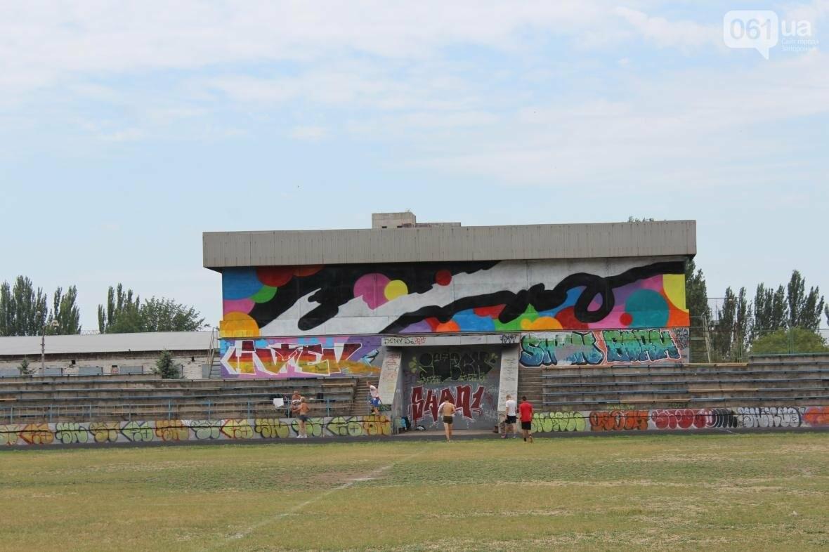 В Запорожье стадион «Локомотив» разрисовали граффити, — ФОТОРЕПОРТАЖ, фото-4