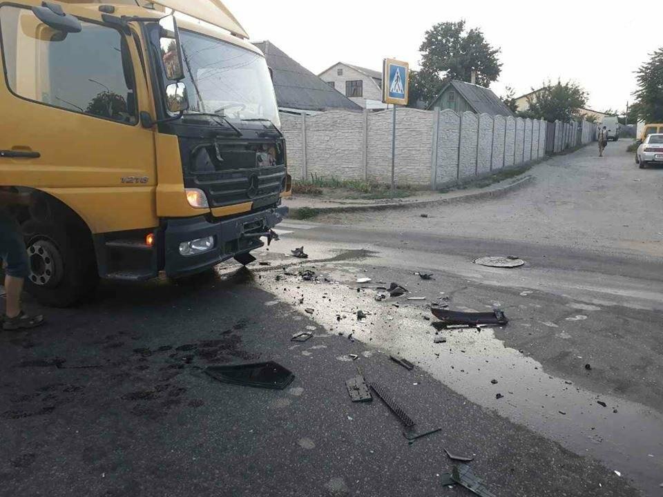 """В Запорожье столкнулись фура и """"девятка"""" - водитель в больнице, - ФОТО, фото-3"""