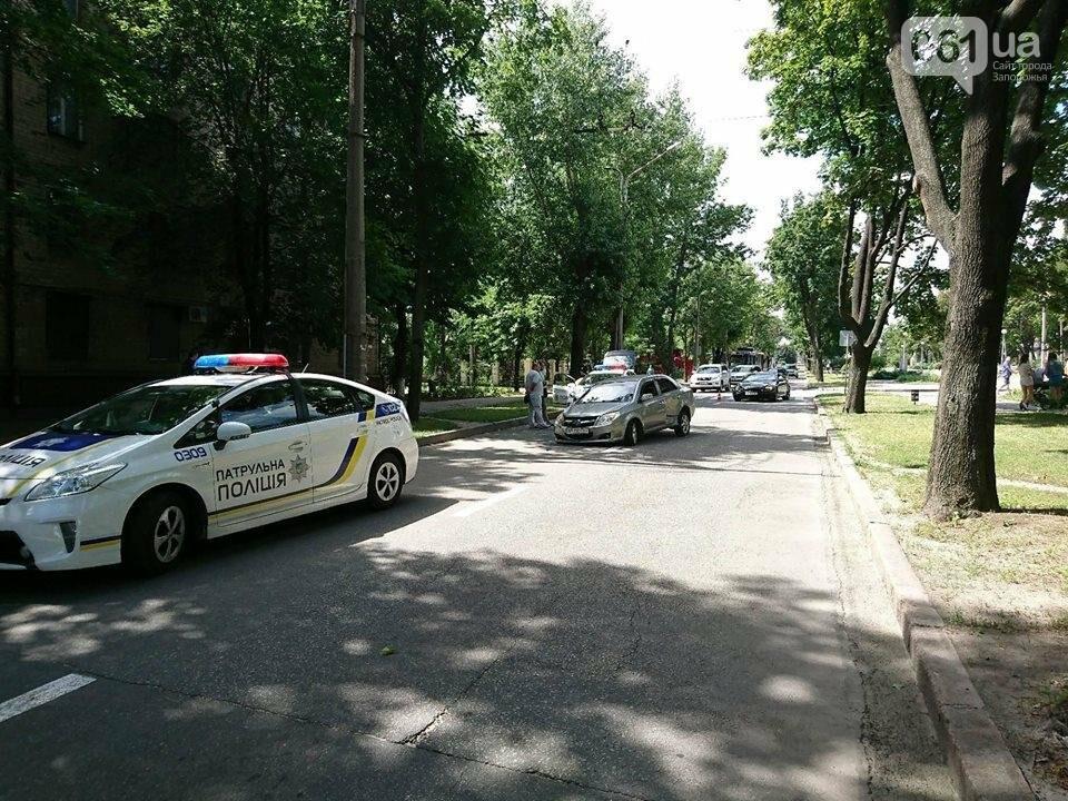 В центре Запорожья столкнулись иномарки: «Geely» потеряла колесо, - ФОТО, фото-1