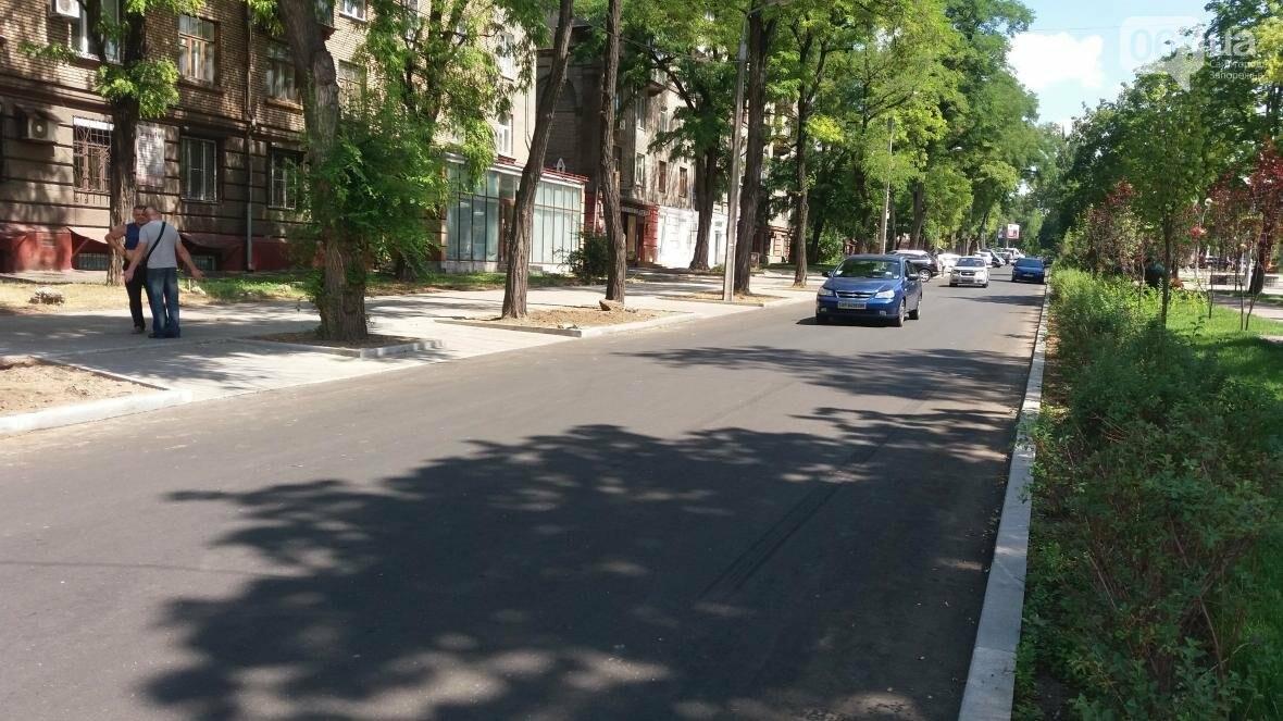 В Запорожье наполовину закончили реконструкцию дороги на Маяковского: обновили асфальт, тротуар и сделали парковки, — ФОТОРЕПОРТАЖ, фото-2