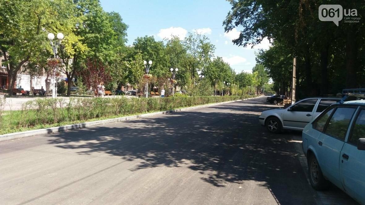 В Запорожье наполовину закончили реконструкцию дороги на Маяковского: обновили асфальт, тротуар и сделали парковки, — ФОТОРЕПОРТАЖ, фото-7