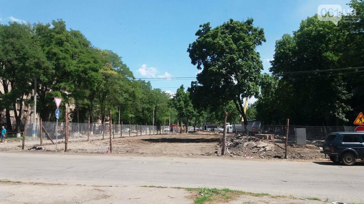 Спилили все деревья и сняли асфальт: как в Запорожье реконструируют проспект Маяковского, — ФОТОРЕПОРТАЖ, фото-1