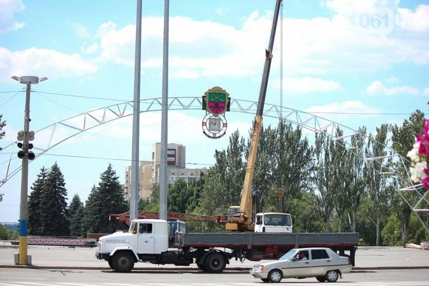 В Запорожье на площади Фестивальной начали монтировать вывеску за полмиллиона гривен, - ФОТОРЕПОРТАЖ, фото-7