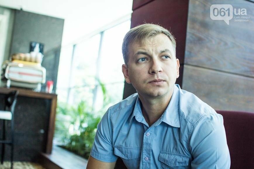 История о том, как запорожский юрист увлекся фотосъемкой и основал первый в мире военный фотобанк , фото-1