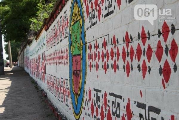 Стало известно, кто рисует вышиванку и козака на заборе в Заводском районе, - ФОТО , фото-7