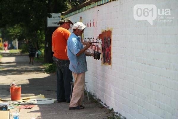 Стало известно, кто рисует вышиванку и козака на заборе в Заводском районе, - ФОТО , фото-6