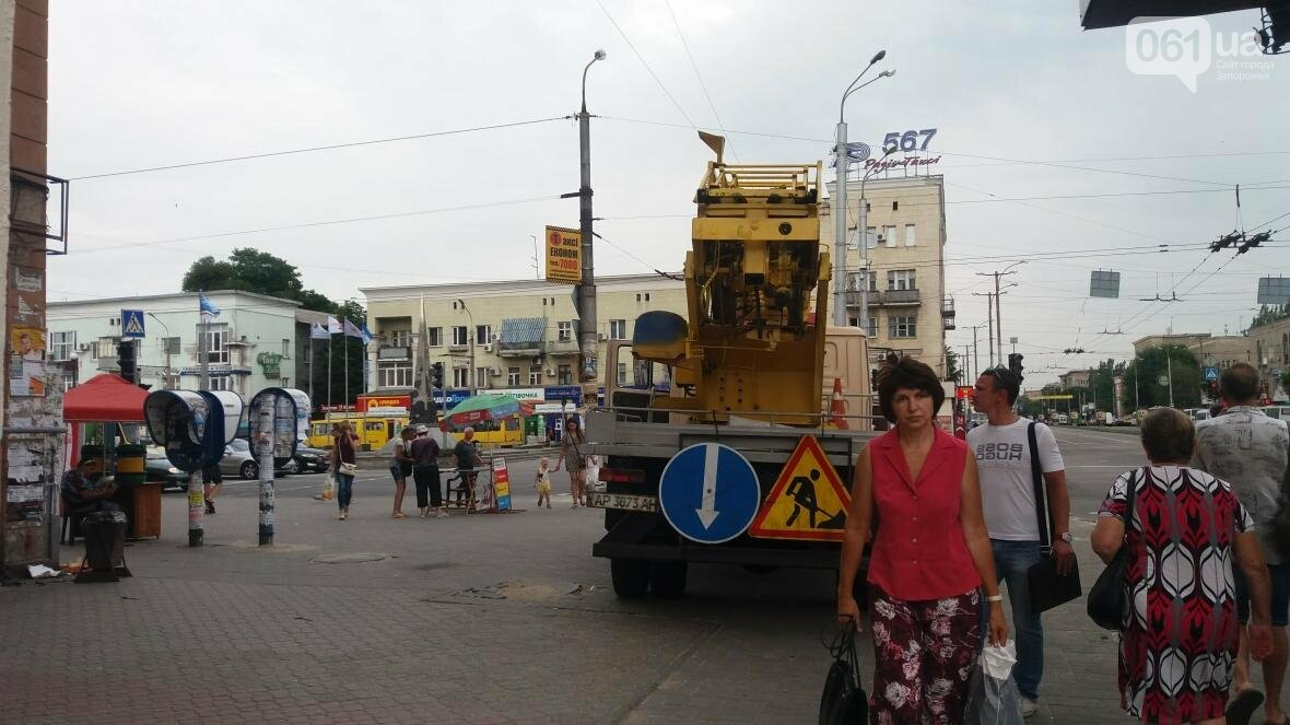 В Запорожье на Металлургов демонтировали еще одну незаконную вывеску, — ФОТО, фото-2