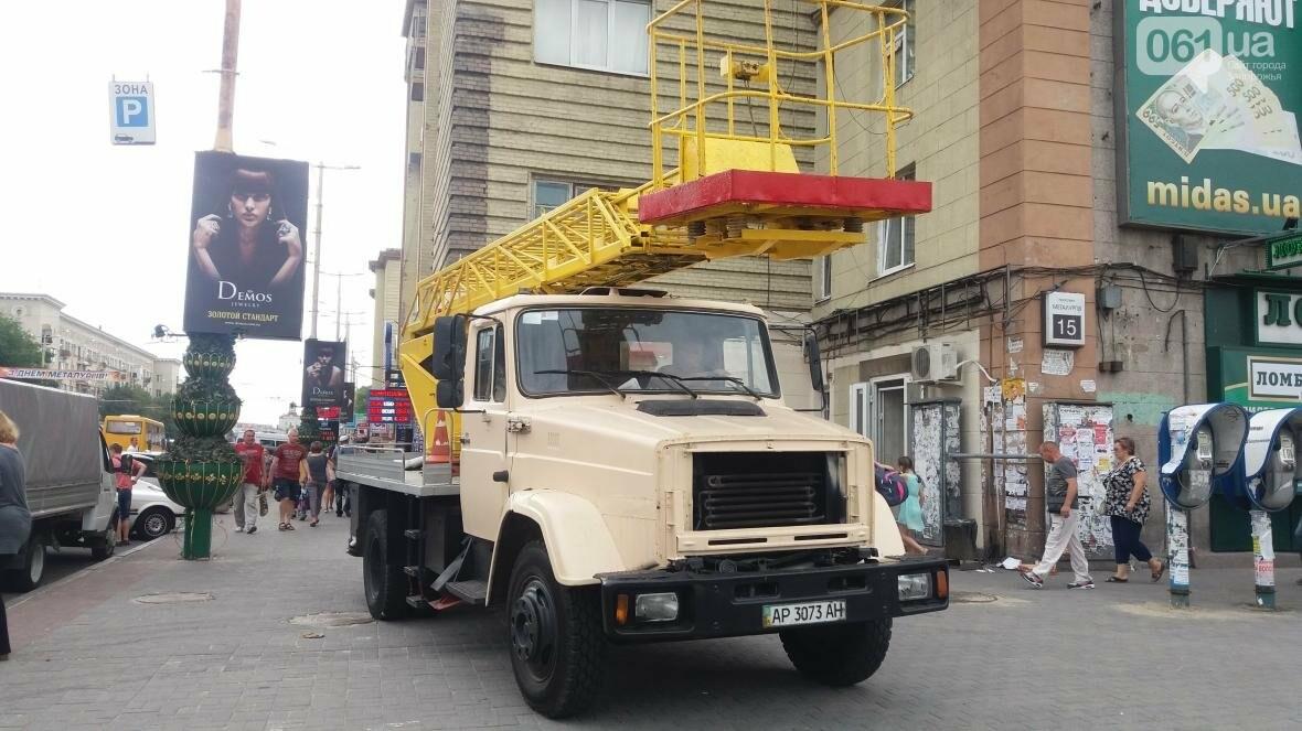 В Запорожье на Металлургов демонтировали еще одну незаконную вывеску, — ФОТО, фото-5