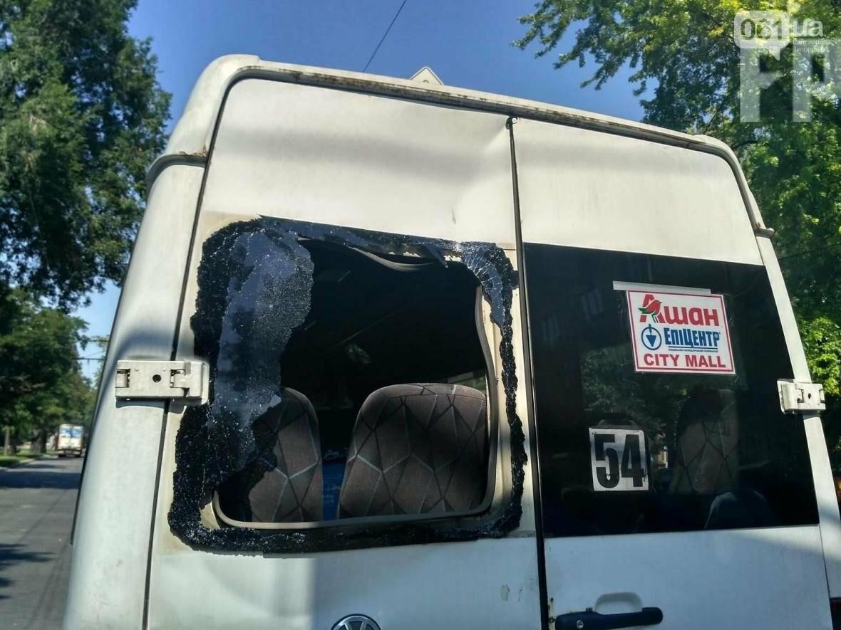 В Запорожье автобус врезался в маршрутку: водитель забыл поставить авто на «ручник», — ФОТО, фото-2