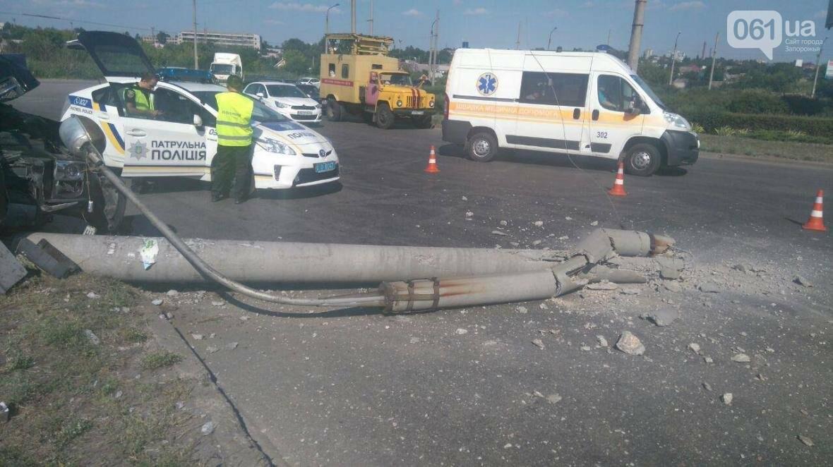 На Песках внедорожник на большой скорости снес столб, пострадала дочка водителя, - ФОТО , фото-3