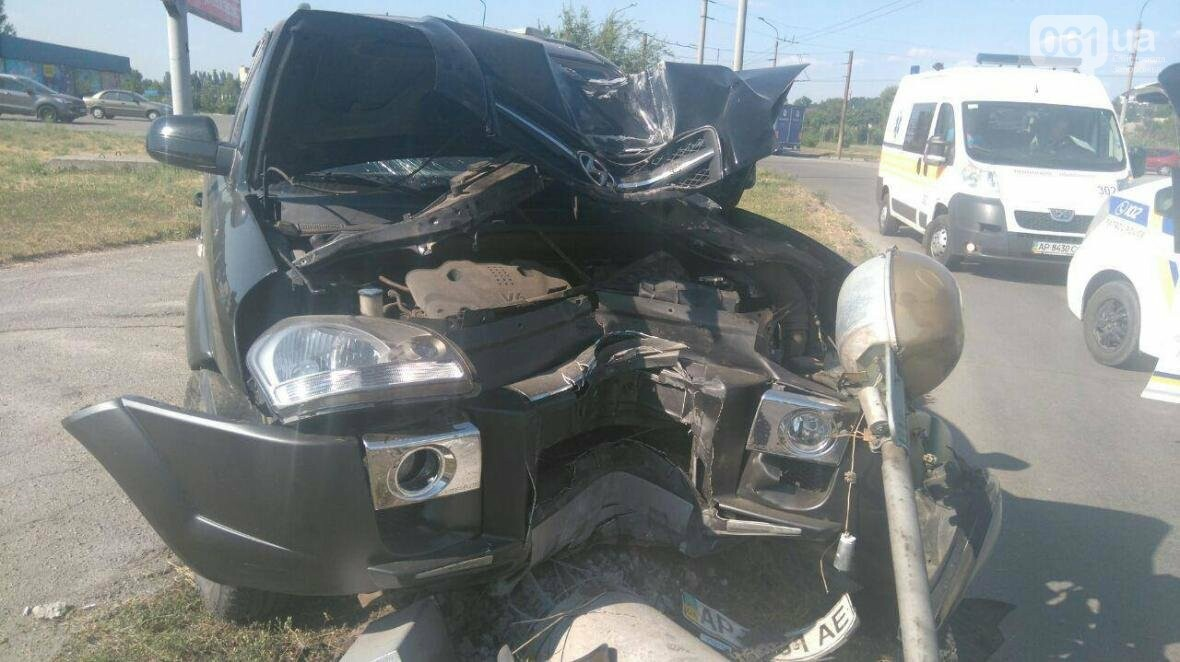 На Песках внедорожник на большой скорости снес столб, пострадала дочка водителя, - ФОТО , фото-1