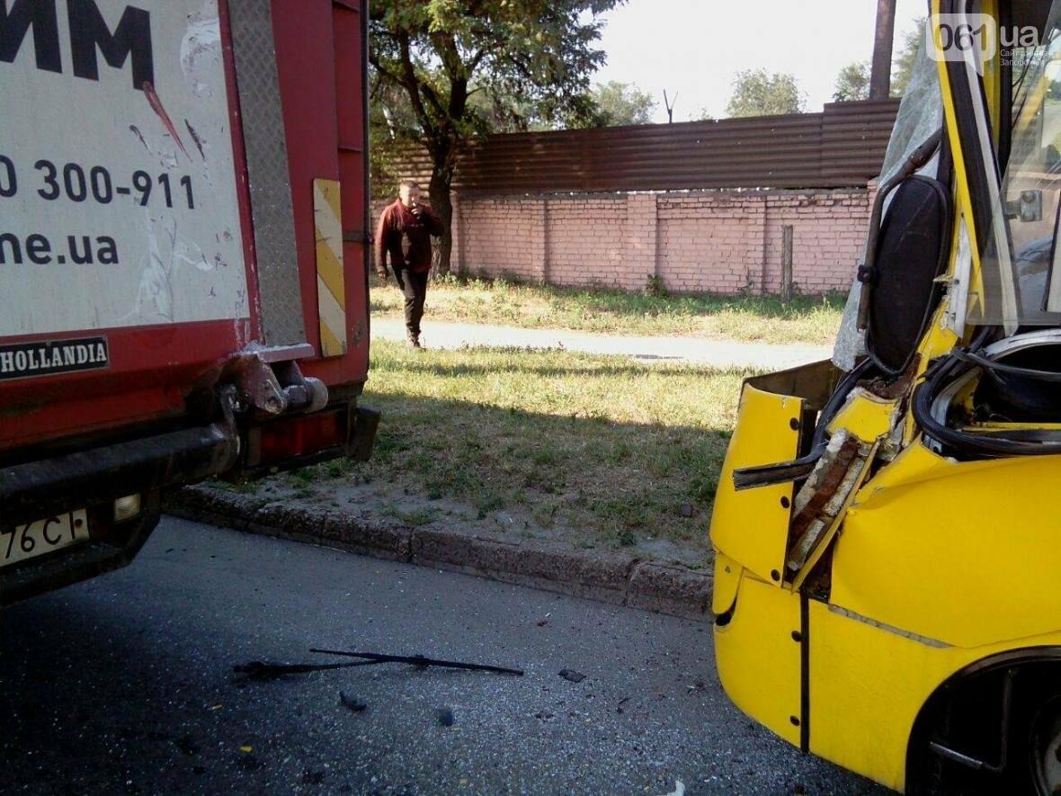 """В Запорожье столкнулись автобус """"Богдан"""" и фура, двое пострадавших, - ФОТО , фото-3"""