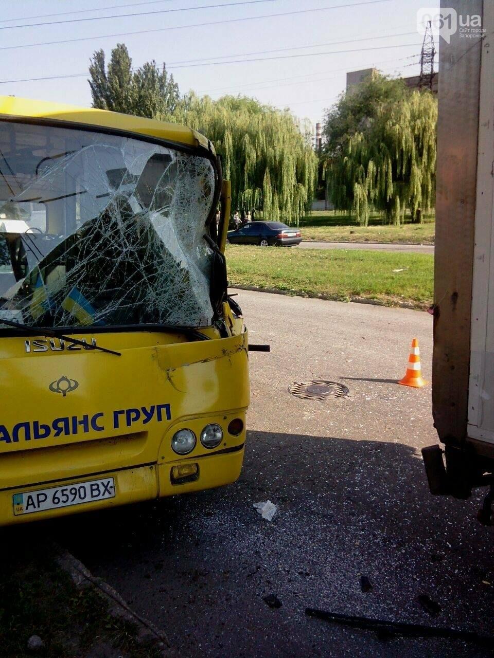 """В Запорожье столкнулись автобус """"Богдан"""" и фура, двое пострадавших, - ФОТО , фото-5"""