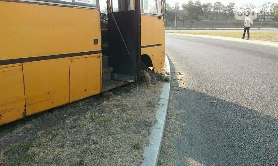 В Запорожье у автобуса на ходу отвалился руль, - ФОТО, фото-1
