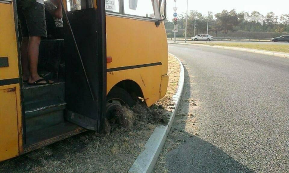 В Запорожье у автобуса на ходу отвалился руль, - ФОТО, фото-2