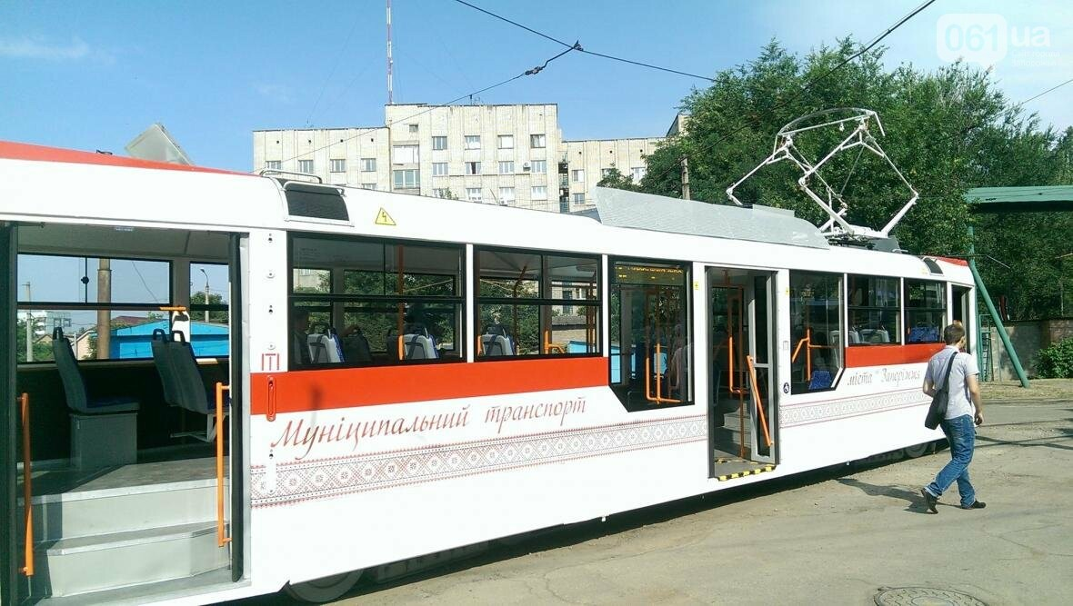 В Запорожье вышел на маршрут первый трамвай, собранный в Запорожье, - ФОТОФАКТ , фото-3