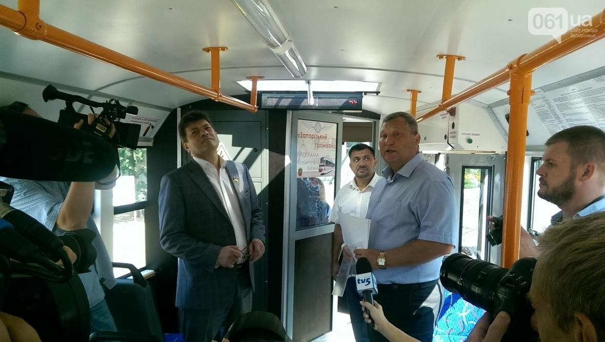 В Запорожье вышел на маршрут первый трамвай, собранный в Запорожье, - ФОТОФАКТ , фото-1