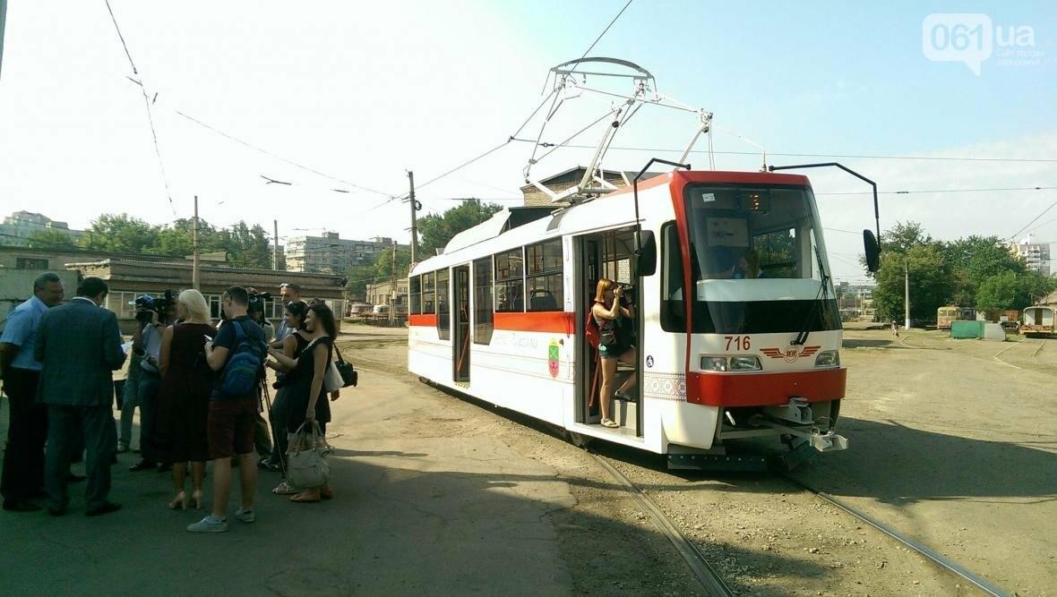 В Запорожье вышел на маршрут первый трамвай, собранный в Запорожье, - ФОТОФАКТ , фото-2