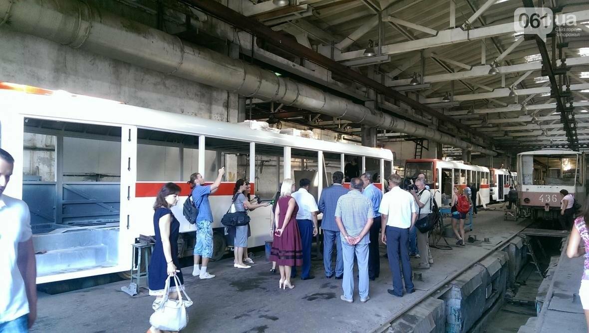 В Запорожье вышел на маршрут первый трамвай, собранный в Запорожье, - ФОТОФАКТ , фото-4