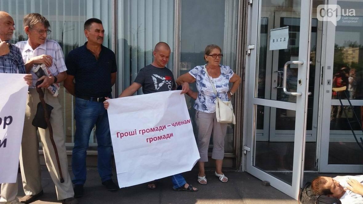 """""""Они переступают через нас"""": в Запорожье пациенты гемодиализа устроили лежачий протест перед входом в облсовет, - ФОТОРЕПОРТАЖ , фото-6"""