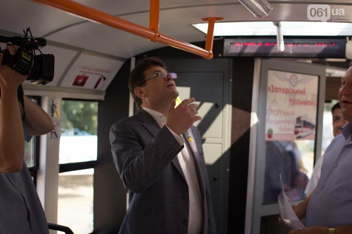 В Запорожье на рельсы вышел трамвай местной сборки, - ФОТО, ВИДЕО, фото-4