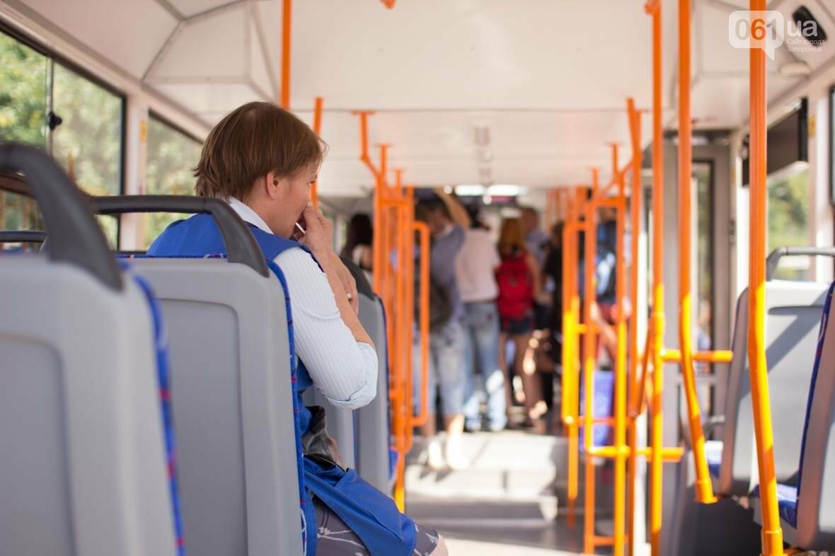 В Запорожье на рельсы вышел трамвай местной сборки, - ФОТО, ВИДЕО, фото-6