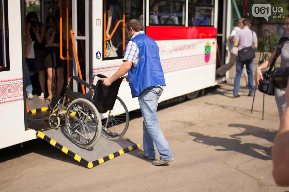 В Запорожье на рельсы вышел трамвай местной сборки, - ФОТО, ВИДЕО, фото-11