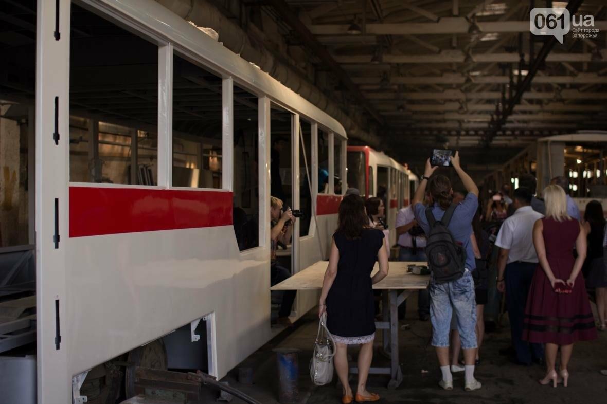 В Запорожье на рельсы вышел трамвай местной сборки, - ФОТО, ВИДЕО, фото-7