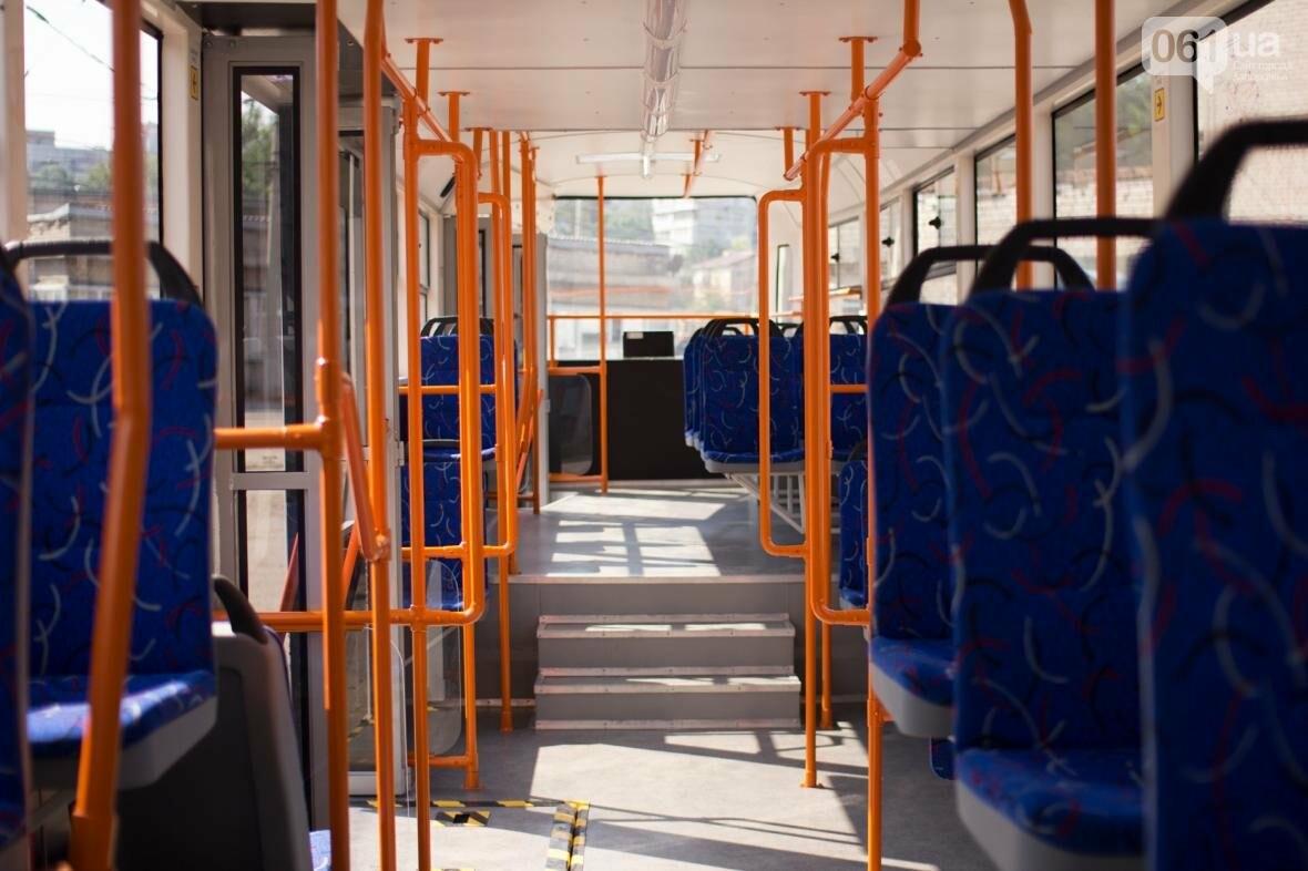 В Запорожье на рельсы вышел трамвай местной сборки, - ФОТО, ВИДЕО, фото-13
