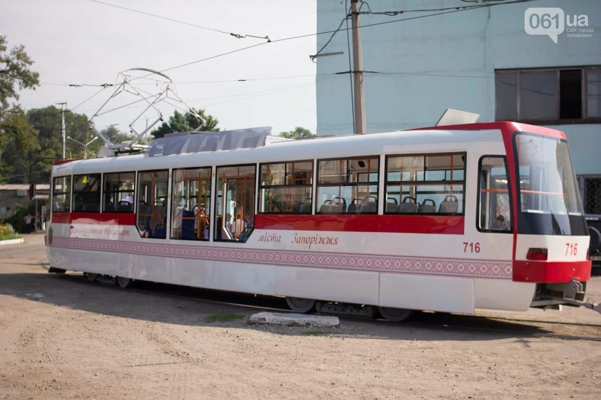 В Запорожье на рельсы вышел трамвай местной сборки, - ФОТО, ВИДЕО, фото-15