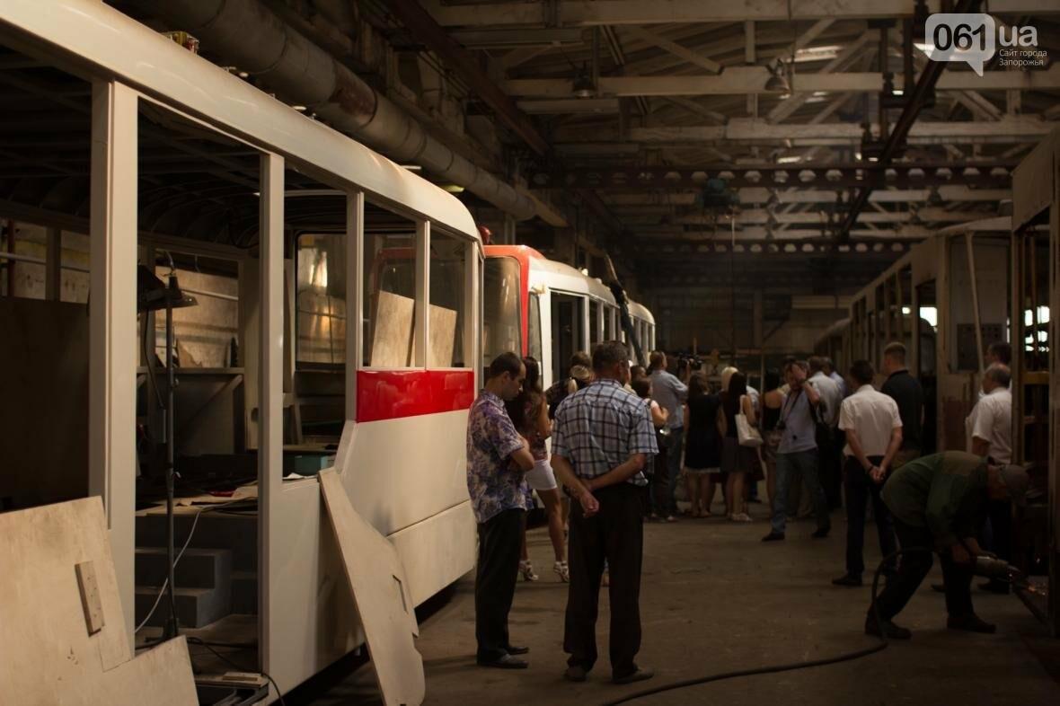 В Запорожье на рельсы вышел трамвай местной сборки, - ФОТО, ВИДЕО, фото-9