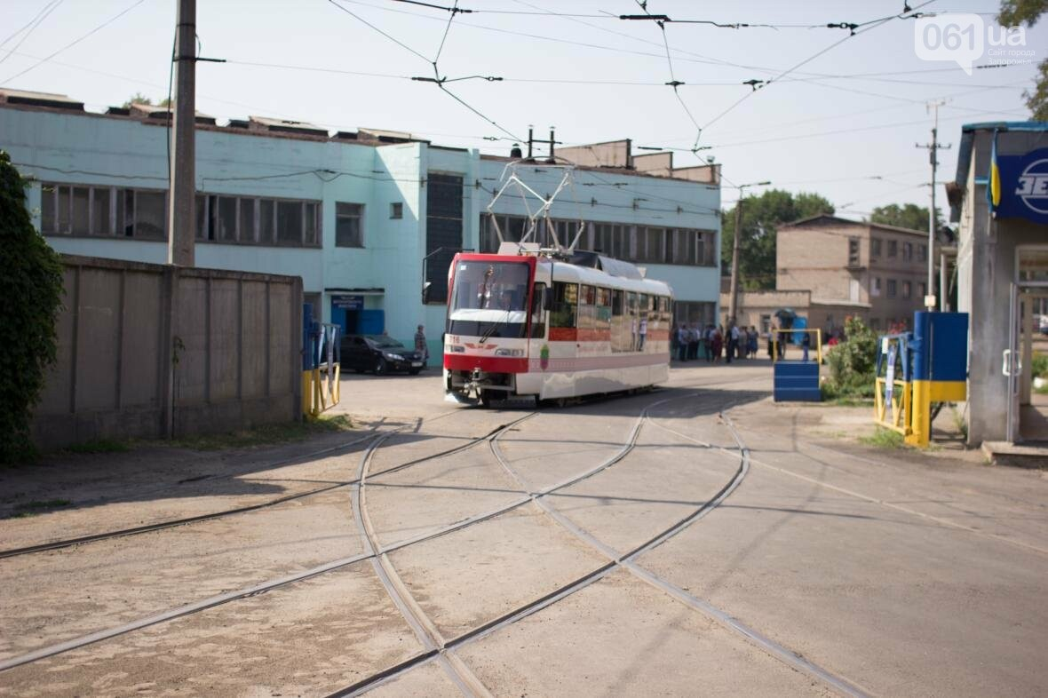 В Запорожье на рельсы вышел трамвай местной сборки, - ФОТО, ВИДЕО, фото-14