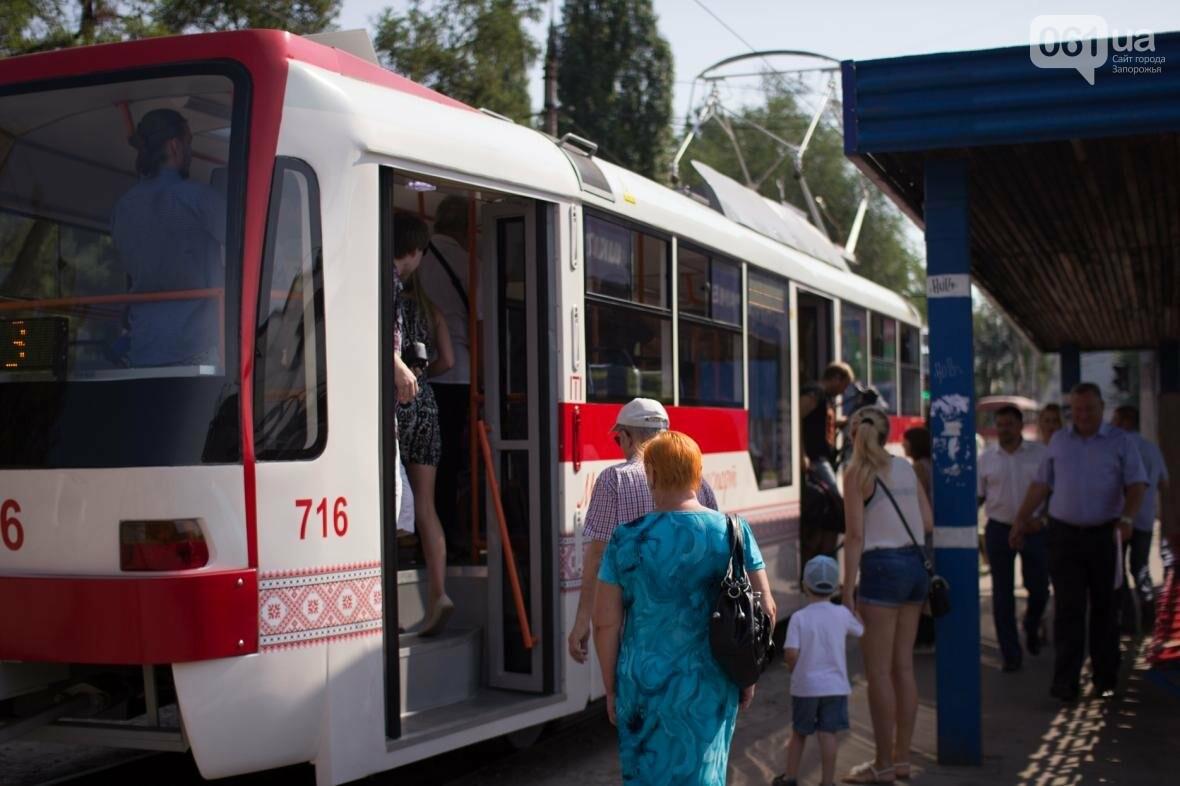 В Запорожье на рельсы вышел трамвай местной сборки, - ФОТО, ВИДЕО, фото-12
