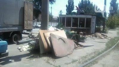 В Запорожье на Кичкасе демонтировали киоск, в котором жили бездомные, — ФОТО, фото-4