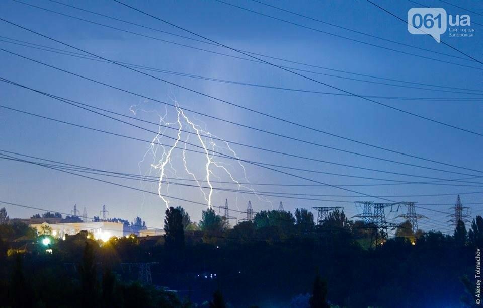 Фотохудожник запечатлел невероятные кадры грозы над Запорожьем, фото-2