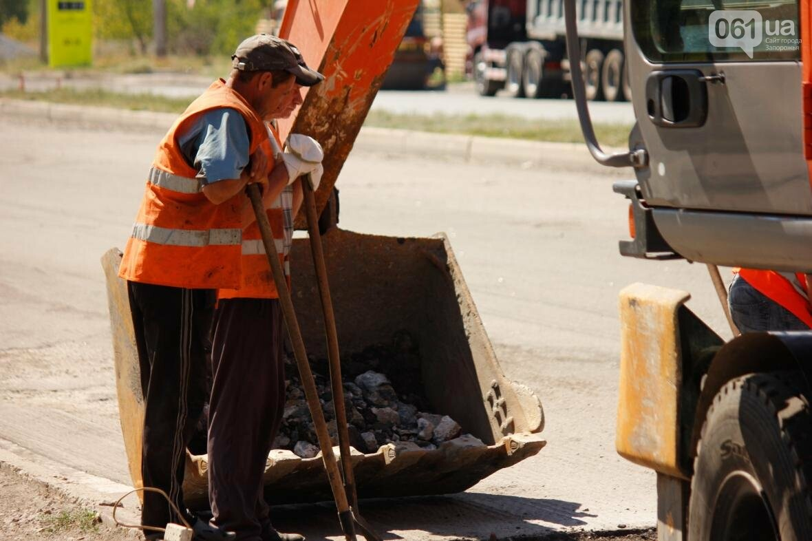 В Южном микрорайоне Запорожья ремонтируют одну из главных дорог района, - ФОТОРЕПОРТАЖ, фото-4