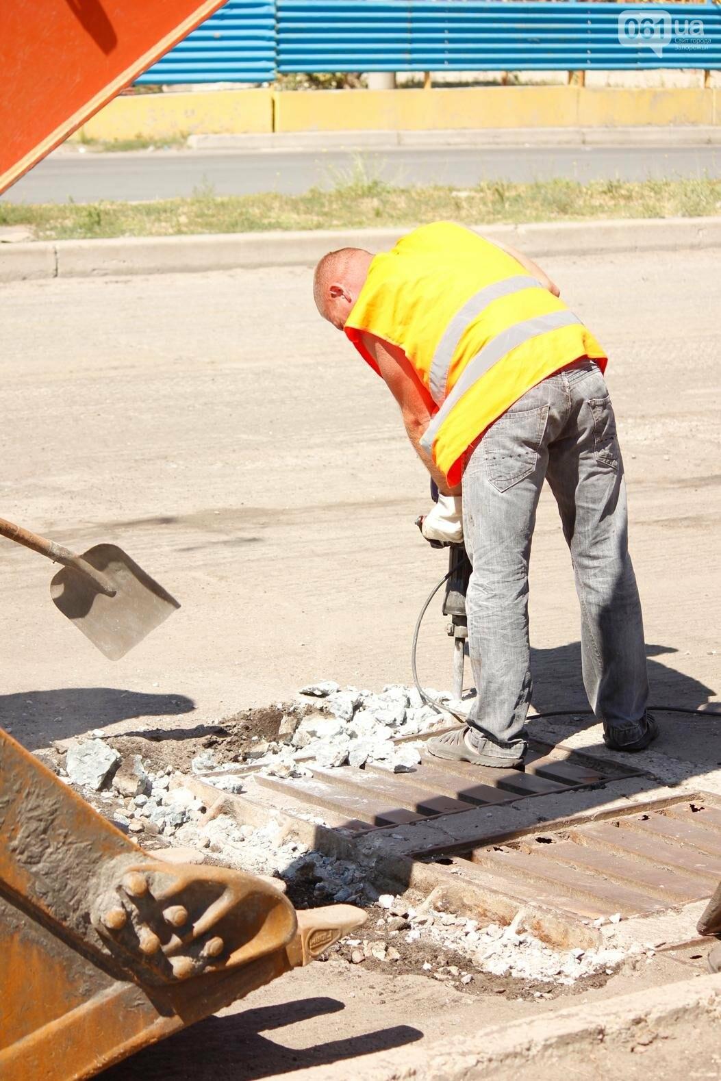 В Южном микрорайоне Запорожья ремонтируют одну из главных дорог района, - ФОТОРЕПОРТАЖ, фото-5