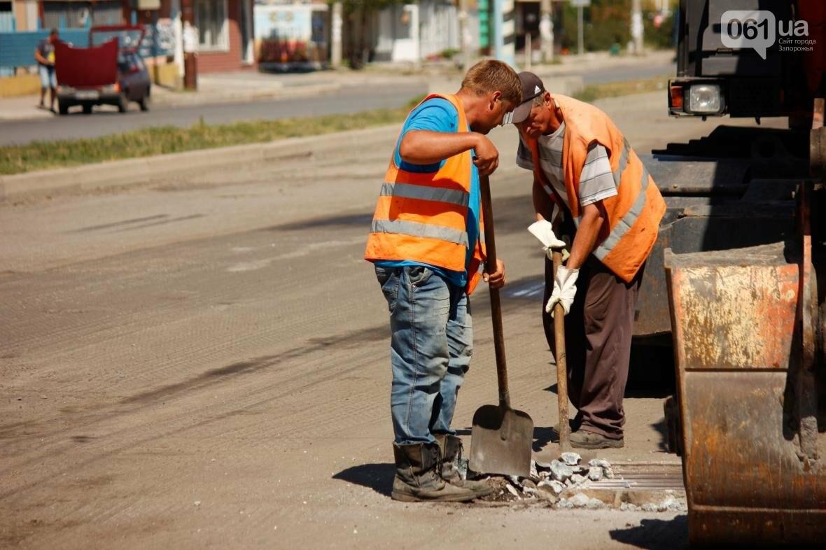 В Южном микрорайоне Запорожья ремонтируют одну из главных дорог района, - ФОТОРЕПОРТАЖ, фото-10
