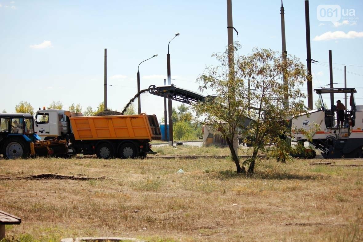 В Южном микрорайоне Запорожья ремонтируют одну из главных дорог района, - ФОТОРЕПОРТАЖ, фото-16