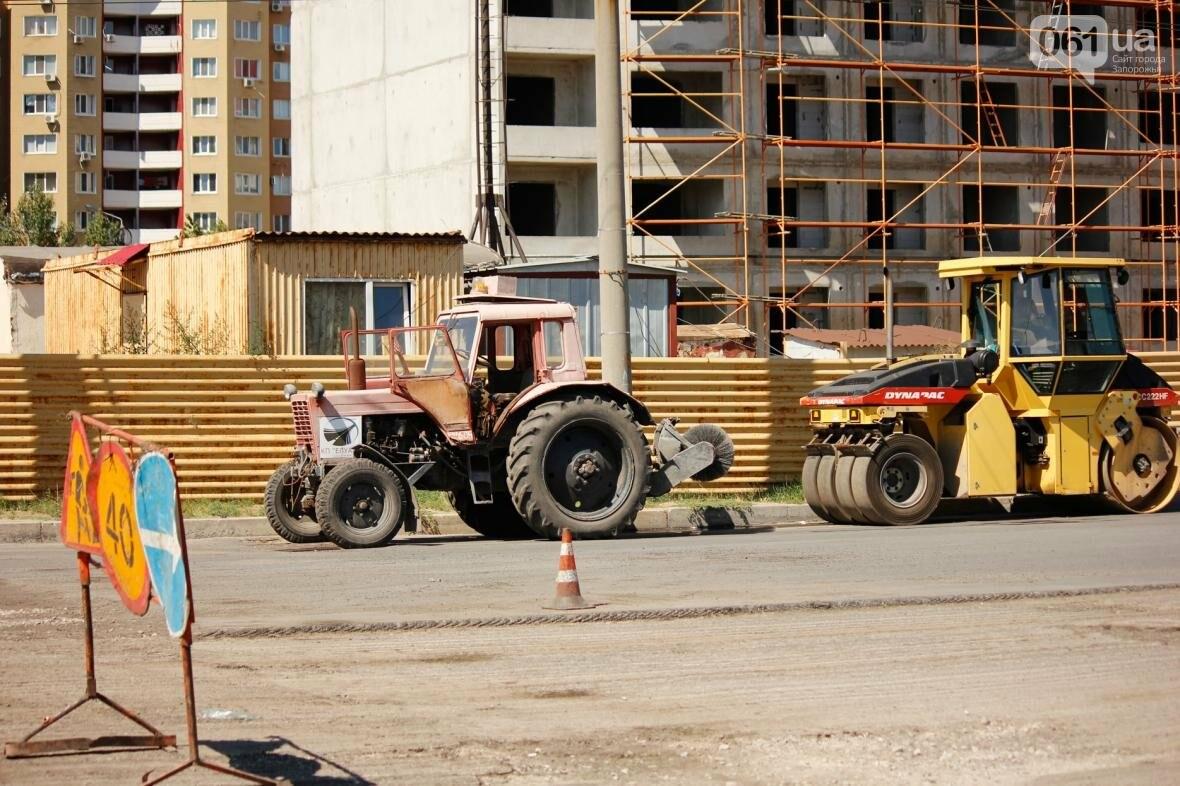 В Южном микрорайоне Запорожья ремонтируют одну из главных дорог района, - ФОТОРЕПОРТАЖ, фото-18